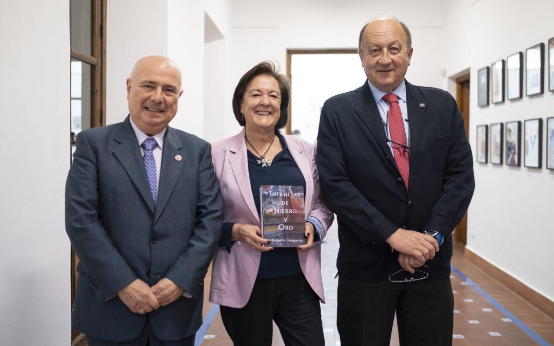 """Acto de presentación de la novela """"Infancias de Hierro y Oro"""""""